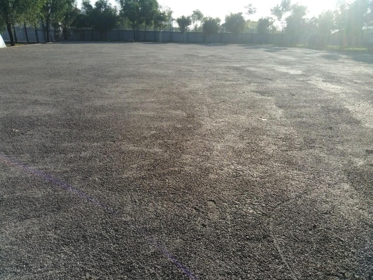 Nền sân bóng chuẩn bị trải cỏ nhân tạo
